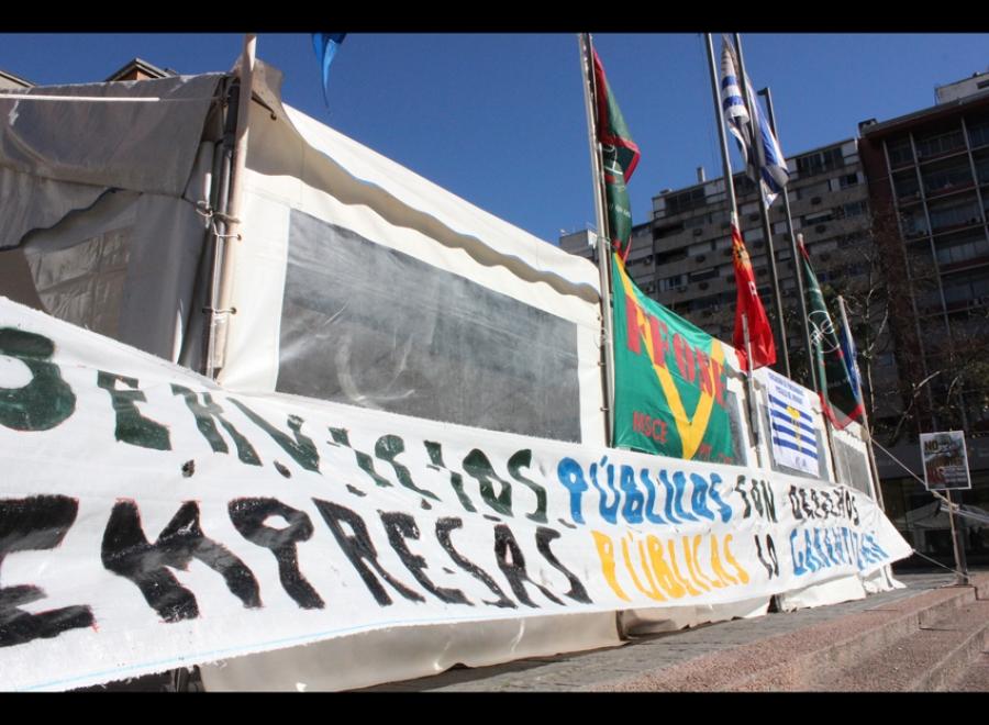 Cien mil uruguayos en la cuerda floja tercerizada