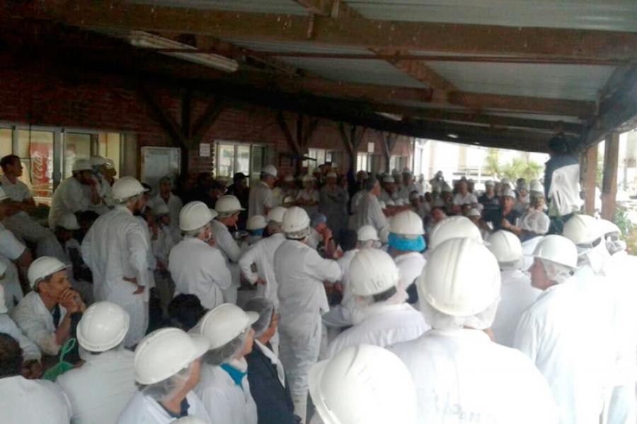 Trabajadores de los frigoríficos en conflicto por medidas antisindicales